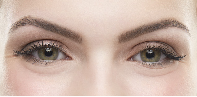 Model's eyebrows after Benefit's brow services