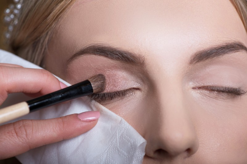 Step 5- Use big beautiful eyes- Pink colour all over eye lid