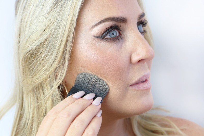 Sharpen your contour with hello happy velvet powder foundation.