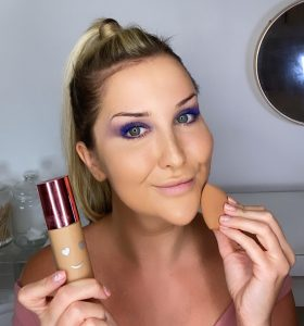 Lauren using Hello Happy Flawless Brightening Foundation