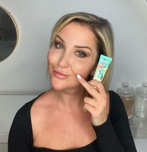 Model applying Benefit Cosmetics POREfessional Primer