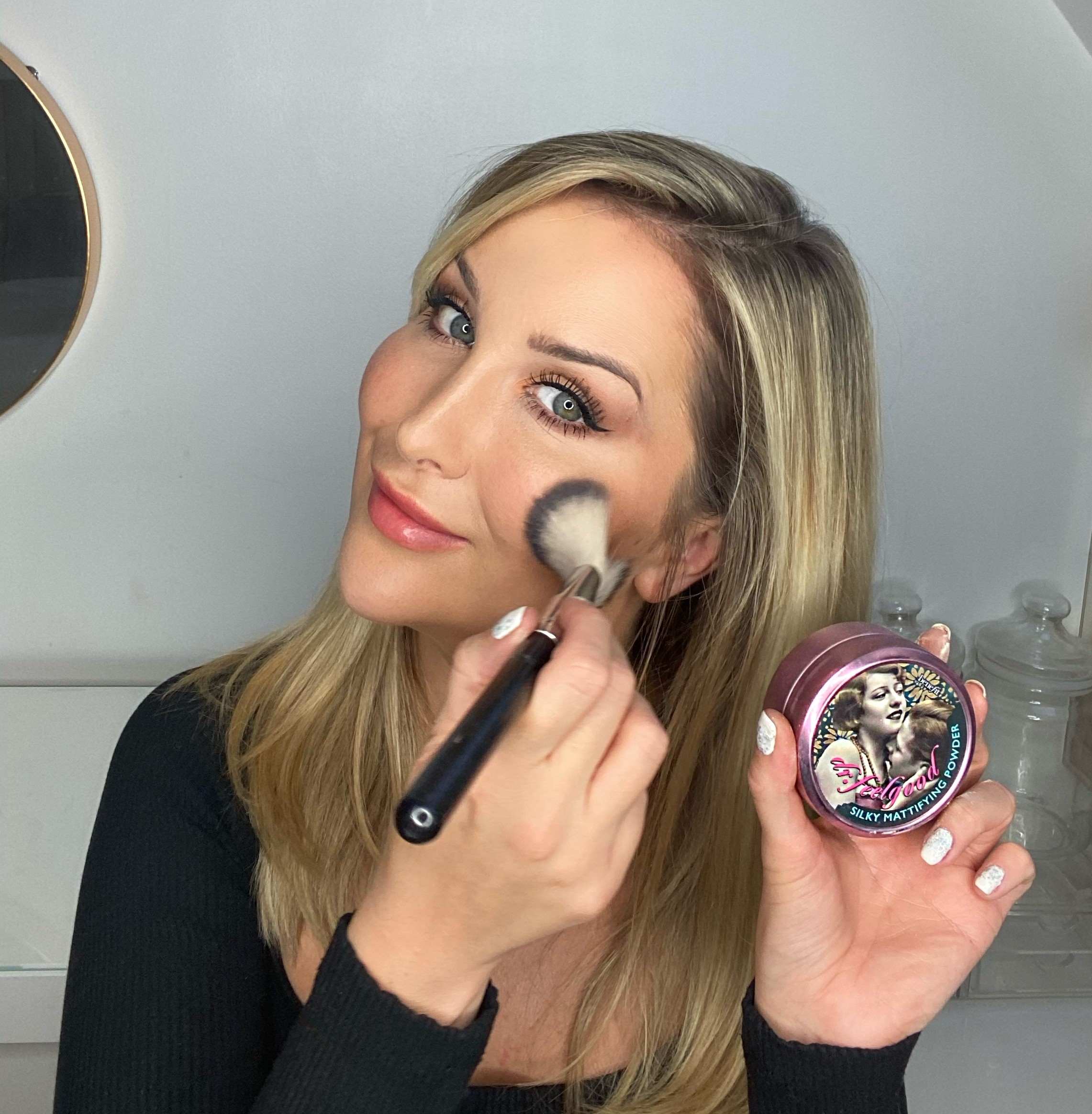 Model applying Benefit Cosmetics Dr Feel Good Powder
