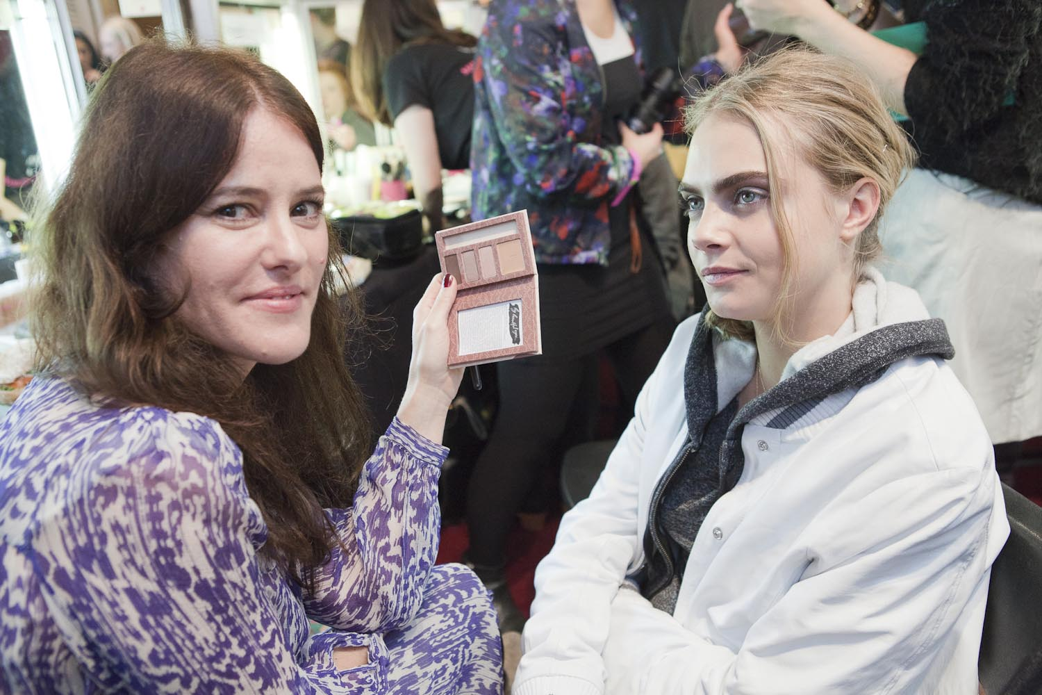 Talented makeup artist, Lisa Eldridge complete Benefit look for model, Cara Delevigne